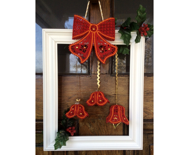 Modern Christmas Wreath with freestanding embroidery image 1