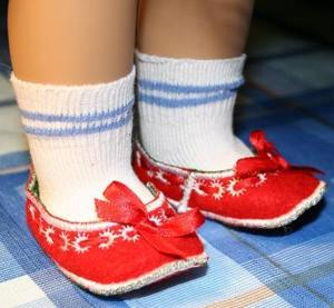 Slippers in the Hoop for 18-inch Dolls