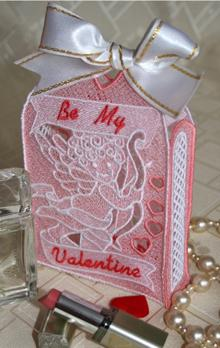 Freestanding Valentine Gift bag, design for machine embroidery