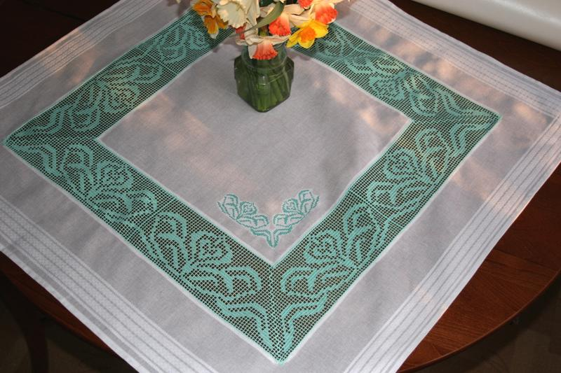 FSL Crochet Crocus Table Linen SET