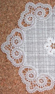 FSL Battenberg Curlicue Lace Border