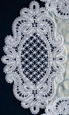 FSL Battenberg Looking Glass Lace