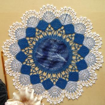 2-Color Freestanding Bobbin Lace Round Doily with Fabric Insert