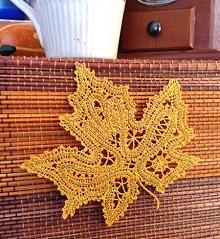 FSL Battenberg Maple Leaf Doily