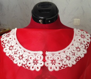 Freestanding Battenberg Lace Flower Collar