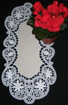 Oval Daffodil Table Runner
