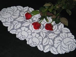 FSL Crochet Rose Table Runner